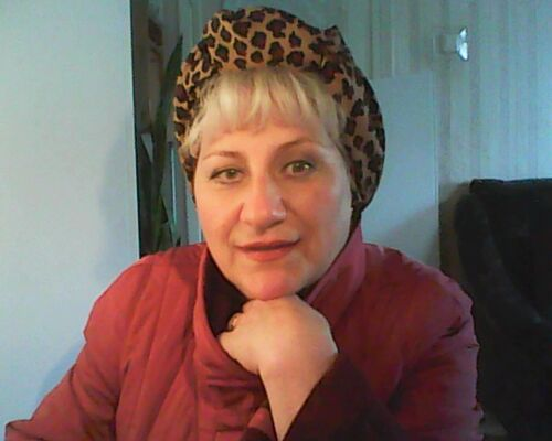 Знакомства гатчина с фото женщины